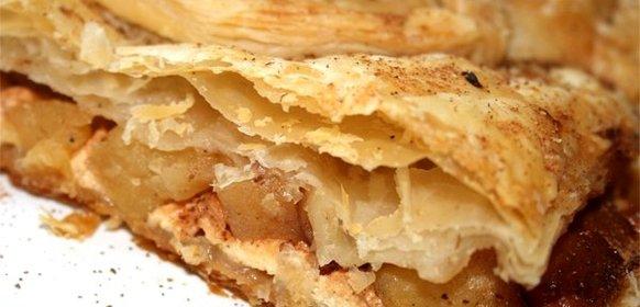 Пирог с яблоками и творогом из слоеного теста рецепт с