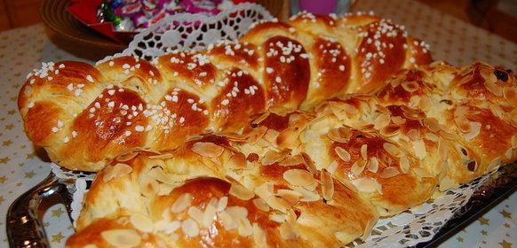 Сдобные пирожки со сладкой начинкой в духовке