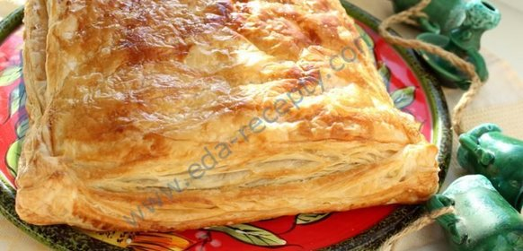 Пирог из слоеного теста с фаршем в духовке рецепт пошагово