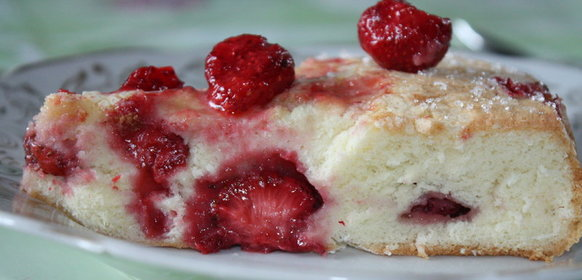 Бисквитное пирог с клубникой с фото